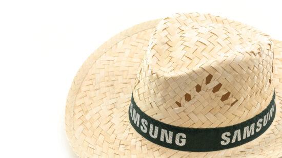 pormenor de chapéu de palha com fita preta