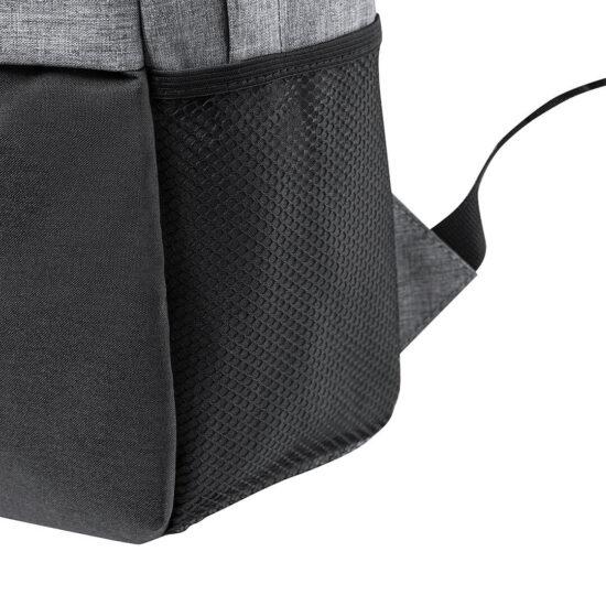 pormenor de bolso exterior de mochila de rpet
