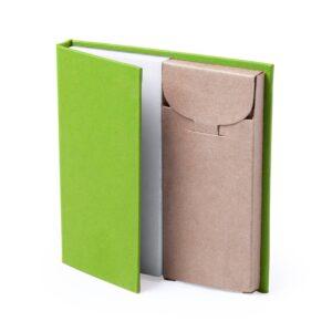 conjunto verde de bloco de notas com lápis de cor